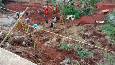 Photo of 33 Makam Dilokasi Yang Longsor di Evakuasi