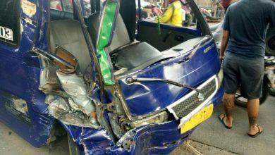 Photo of Truk dan Angkot Tabrakan di Jalan Raya Sawangan, Satu Orang Jadi Korban