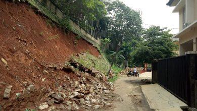 Photo of Warga Griya Lembah Depok Harap Pemkot Depok Perbaiki Tebing Yang Longsor