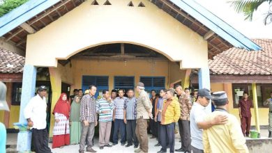 Photo of Wabup Dahlan Tinjau Sekolah dan Rumah Warga Yang Terdampak Banjir di Kecamatan Sanggar