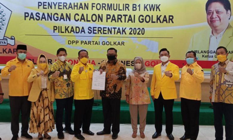 Photo of Golkar Resmi Dukung Pradi-Afifah, Tajudin: Kita Butuh Pemimpin Bawa Perubahan, Bukan yang Bisanya Nyanyi di Lampu Merah
