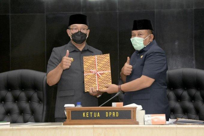 Photo of Ini Jawaban Ridwan Kamil Atas Pandangan Umum Fraksi DPRD Jabar Terkait Raperda Perubahan APBD 2020
