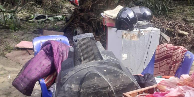 Photo of Labura Diterjang Banjir, Puluhan Rumah Hingga Masjid Rusak