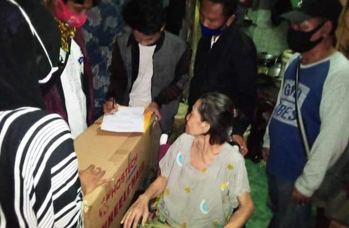 Photo of Pemprov DKI Jakarta Bagikan Kursi Roda Pada Warga Tambora Jakarta Barat