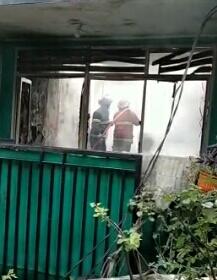 Photo of Diduga Korsleting Listrik, Enam Rumah di Gang Jambu Pancoran Mas Hangus Terbakar