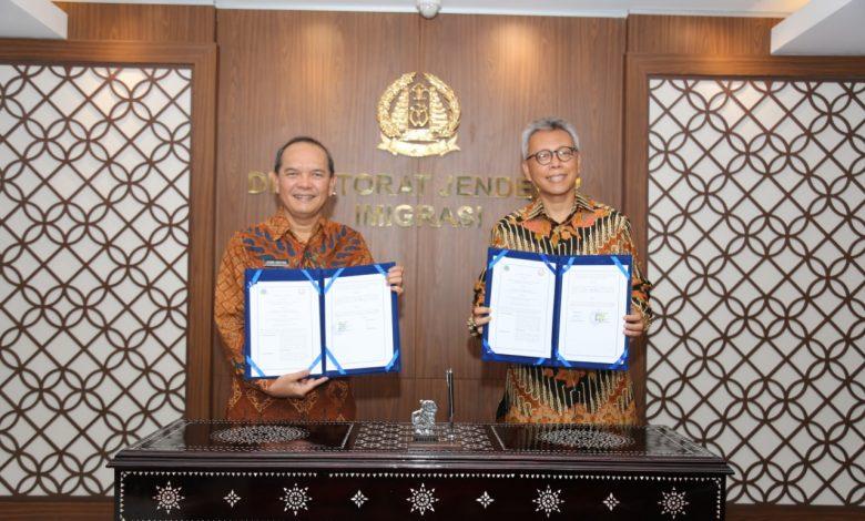 Photo of Kemenlu dan Kemenkumham Jalin Kerjasama Tangani Akses Orang Asing di Indonesia