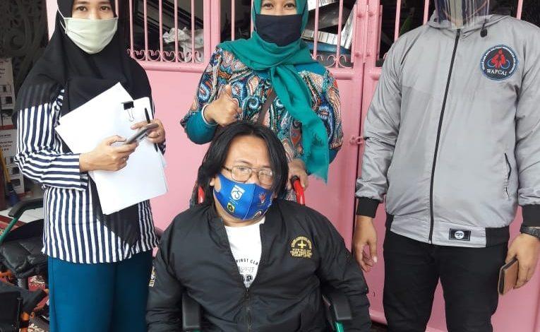 Photo of PPDI Depok Bagikan Kursi Roda Bagi Penyandang Disabilitas di Meruyung