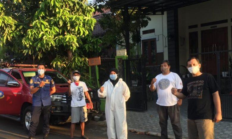 Photo of Cegah Pandemi Covid-19, Damkar Depok Lakukan Penyemprotan Disinfektan