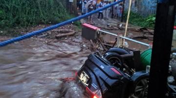 Photo of Update! Dua Belas Rumah Hanyut Saat Banjir Bandang Sukabumi