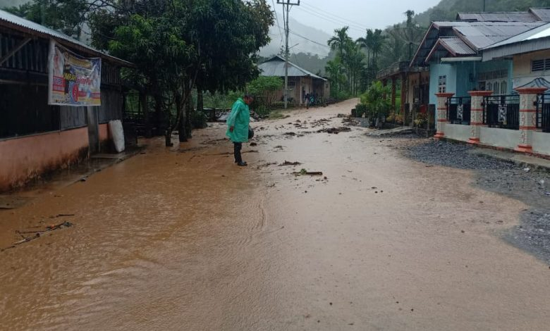 Photo of Banjir dan Tanah Longsor Landa Kabupaten Pesisir Selatan Sumbar