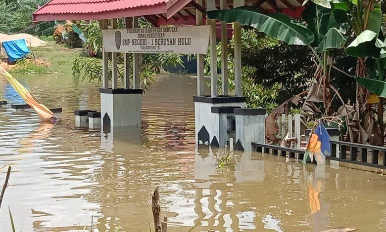 Photo of Banjir Masih Genangi 8 Kecamatan di Kalimantan Tengah